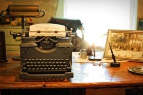typewriter-2095754_960_720.jpg
